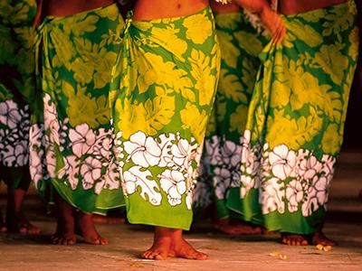 Danseuses en tenue paréo - Polynésie