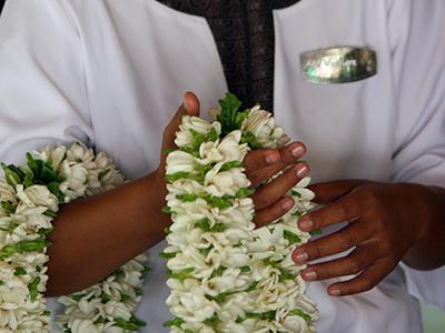 collier de fleurs polynésien